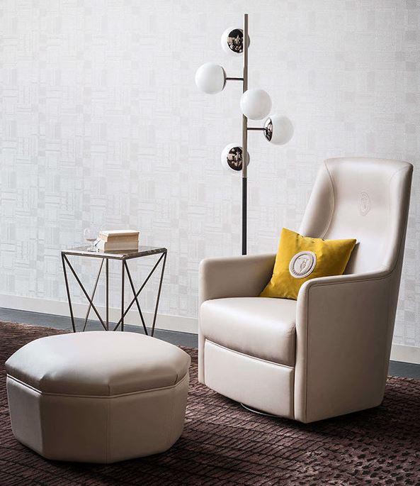 Skórzany fotel z podnóżkiem Trussardi