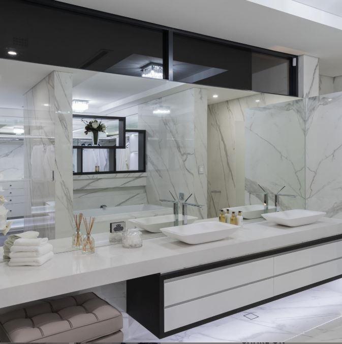 Łazienka z marmurowym wykończeniem Panaria Ceramica