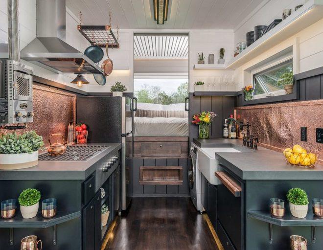 Mała dwurzędowa kuchnia New Fontier Tiny House