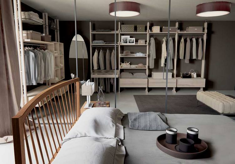 Otwarta garderoba Dale Italia – jako urządzić małą sypialnię