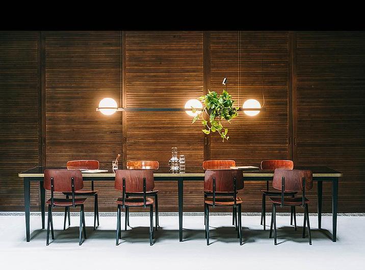 Pozioma lampa nad stół jadalny Vibia