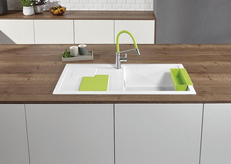 Zlew kuchenny Blanco z kolorowymi akcesoriami