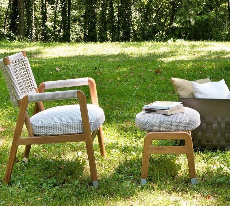 Pleciony fotel ogrodowy z podnóżkiem Flexform