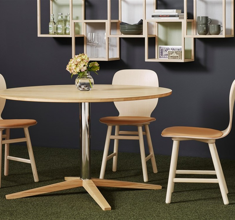 Okrągły drewniany stół Karl Andersson & Söner