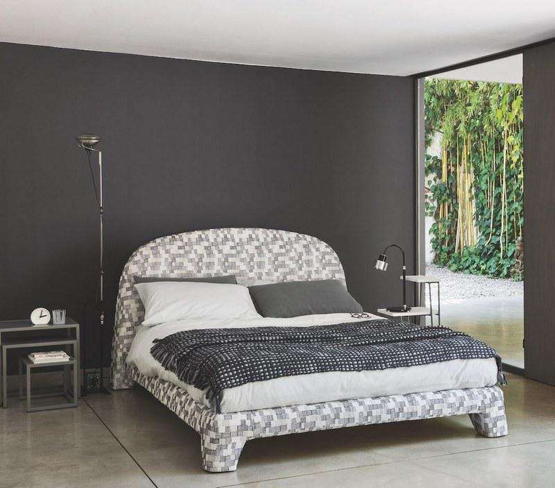 """Tapicerowane """"patchworkowe"""" łóżko Gervasoni"""