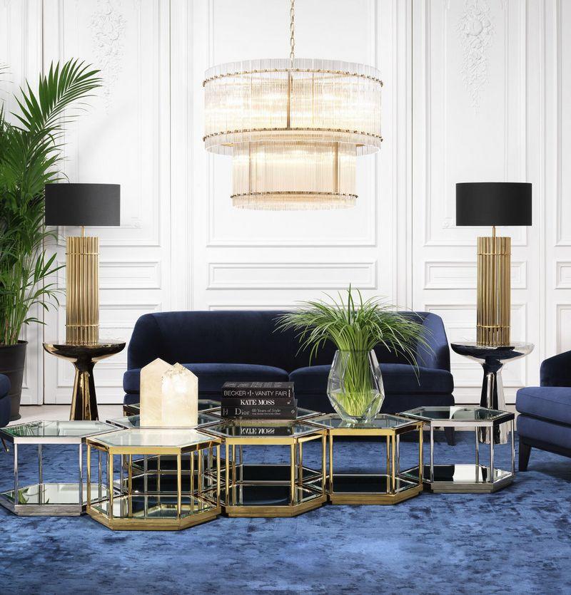 Złote dekoracje w salonie; Eichholtz
