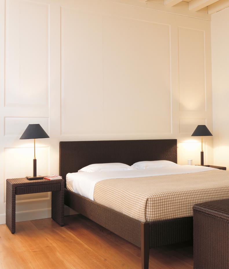 Sypialnia urządzona z plecionych mebli Vincent Sheppard