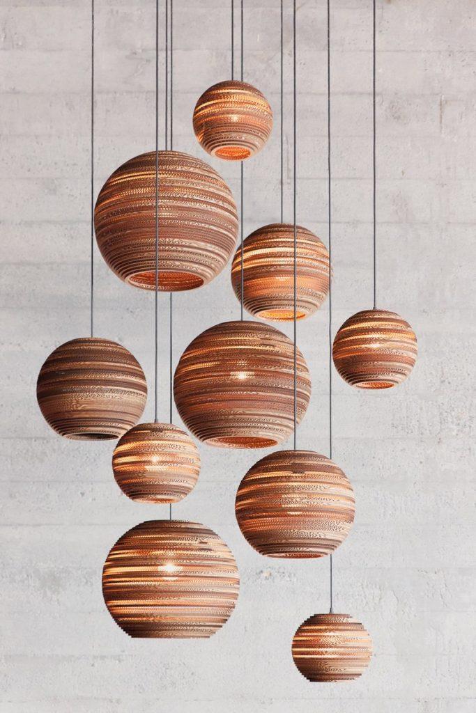 Ręcznie wyrabiane lampy z recyklowanego kartonu Graypants