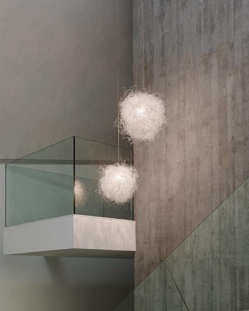 Lampy sferyczne z giętego drutu Arturo Alvarez