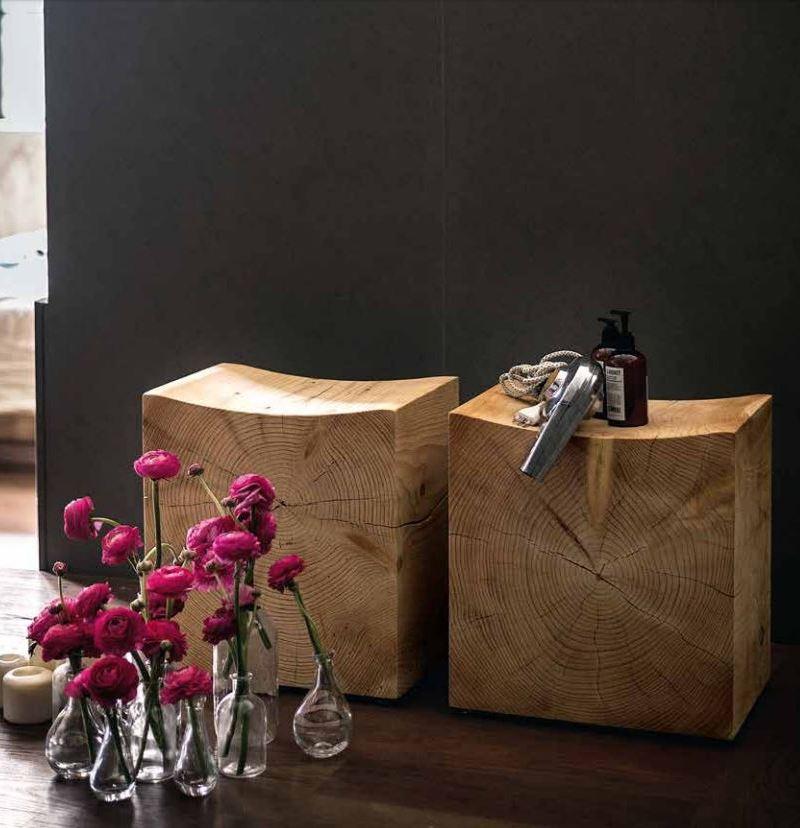 Drewniane bloki w roli stolików do kawy; Riva 1920