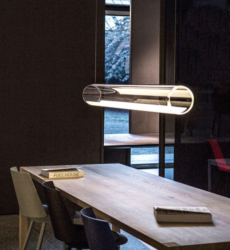 Lampa w kształcie szklanej tuby; Vibia