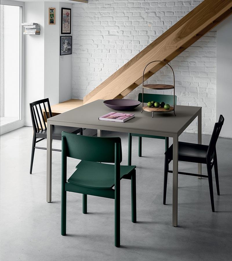 Metalowy stół Fantin