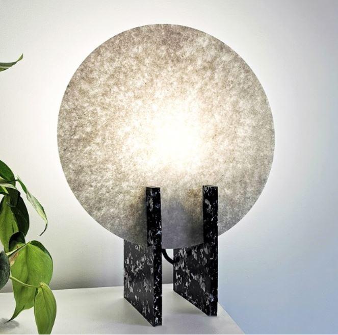 Lampa z recyklowanych butelek PET Boutures d'objets