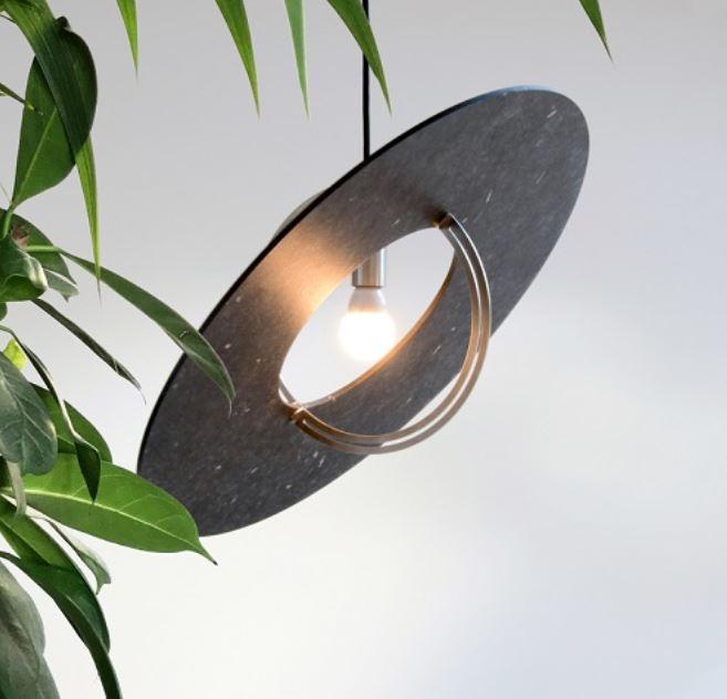 Wisząca lampa z przetworzonych tworzyw sztucznych Boutures d'objets