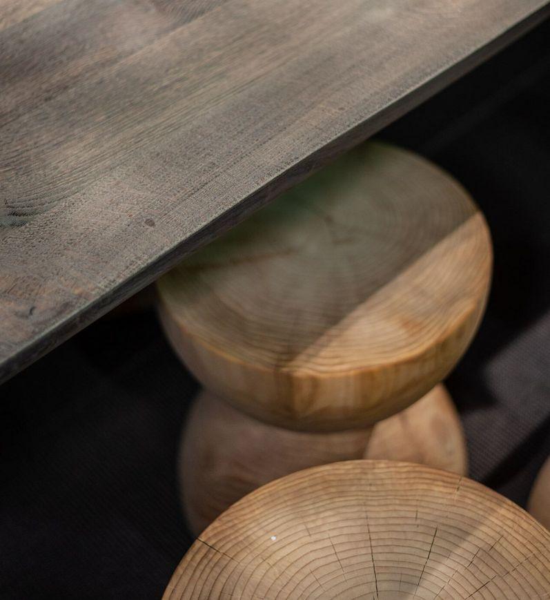 Stołki z drewna cedrowego Riva1920