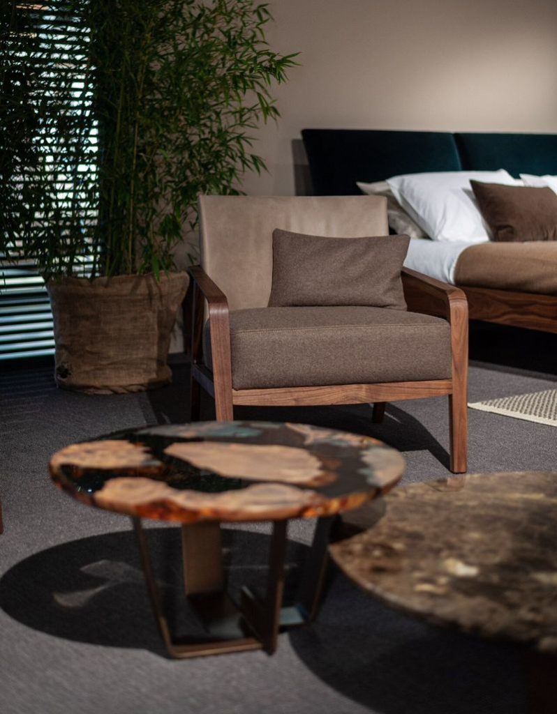 Stolik z recyklowanego drewna Kauri / Riva1920