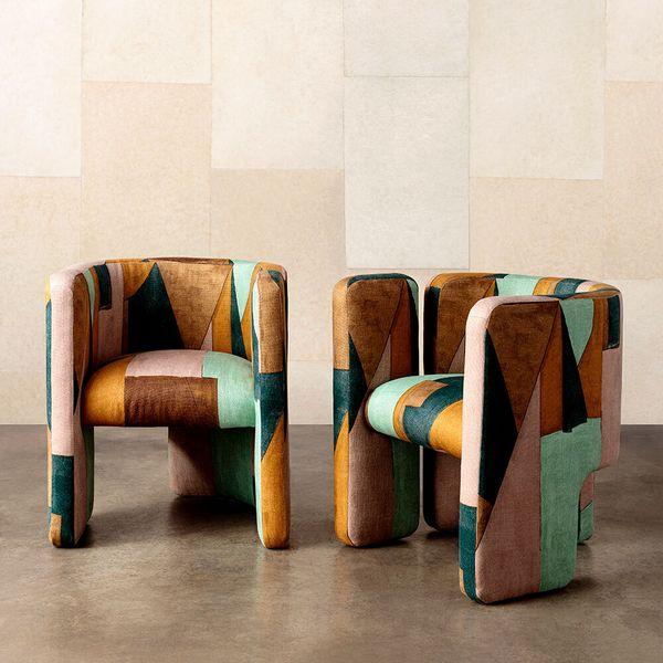 Kolorowe tapicerowane krzesła Kelly Wearstler