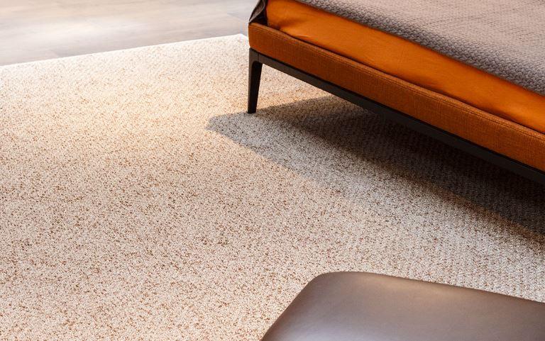Neutralny dywan o ciekawej teksturze, G.T. Design