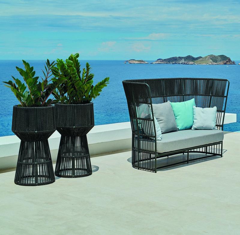 Sofa ogrodowa i pasujące donice Varaschin