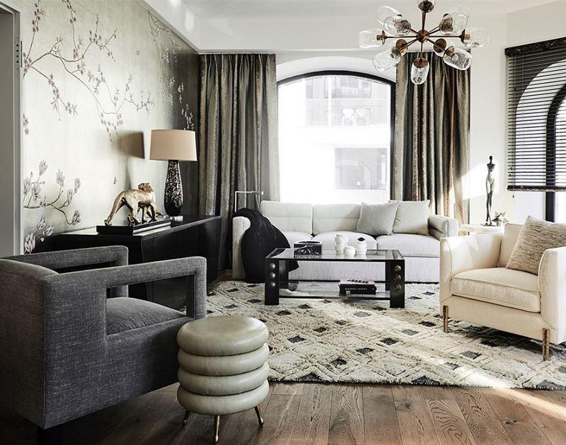 Salon z ręcznie malowaną tapetą MISHA