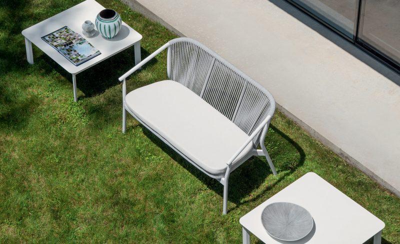 Minimalistyczna kanapa ogrodowa Varaschin