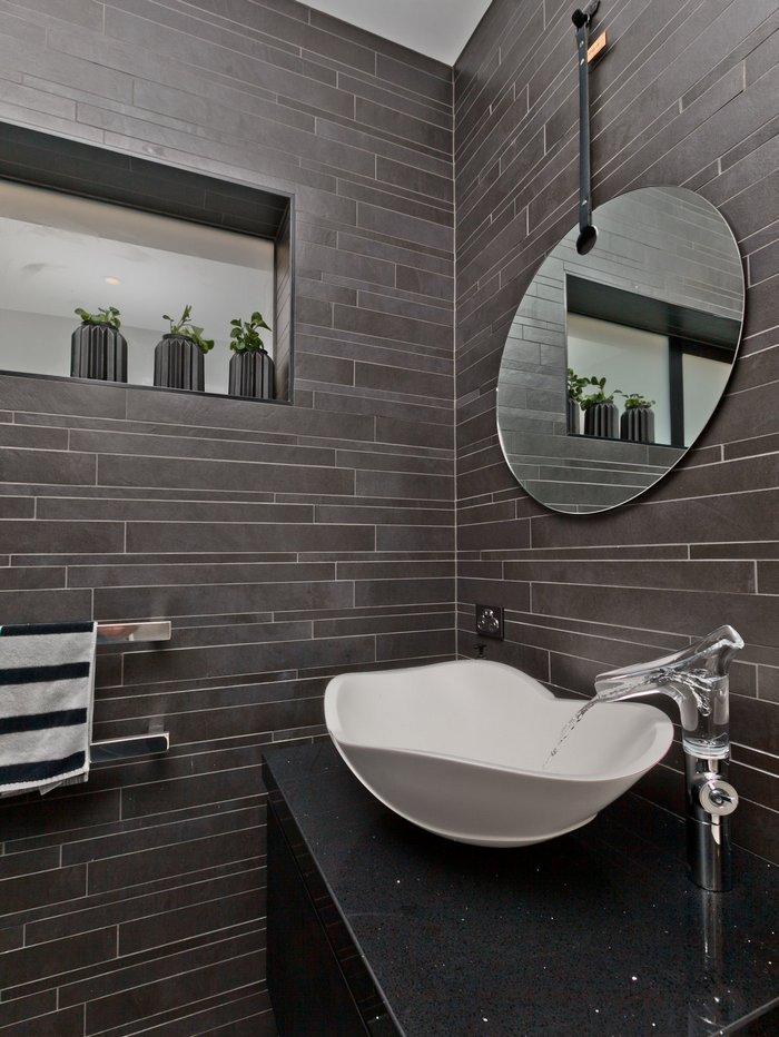 Ciemna łazienka CADman Architectural Design Ltd