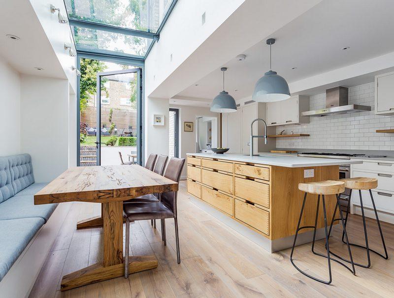Podłużna kuchnia Knott Architects