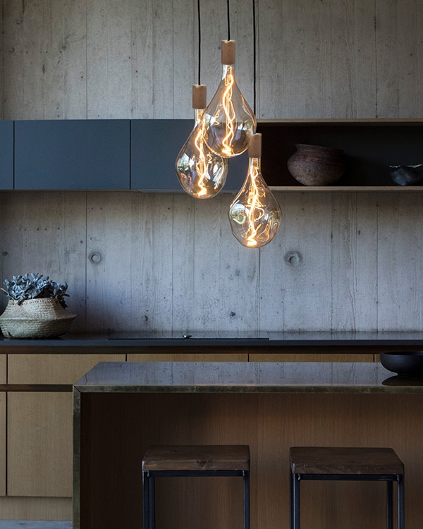 Nowoczesne oświetlenie – nagie żarówki i szklane kule – Blog