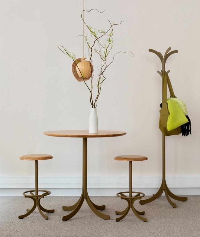 Drewniane stołki Swedese Mobler
