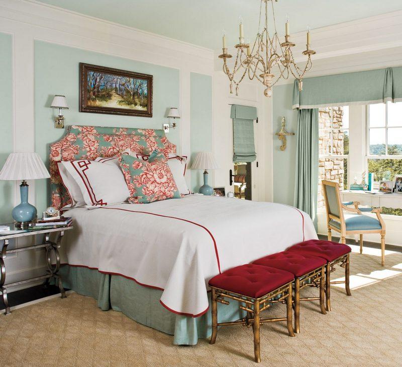 Kolorowe łóżko w stylu sielskim; https://www.southernliving.com/