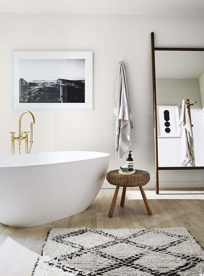 Minimalistyczna łazienka; fot. William Abranowicz