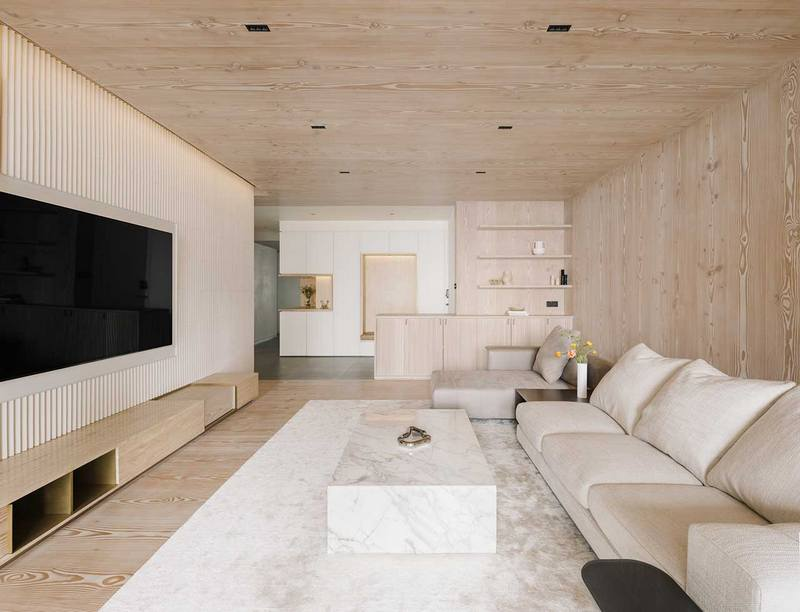 Drewniany salon; https://design-milk.com/